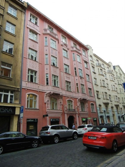 Prédios rosa em Praga
