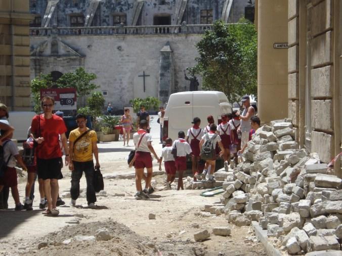 Restaurações por toda cidade velha de Havana