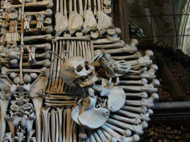 Detalhes da decoração ossuário de Sedlec