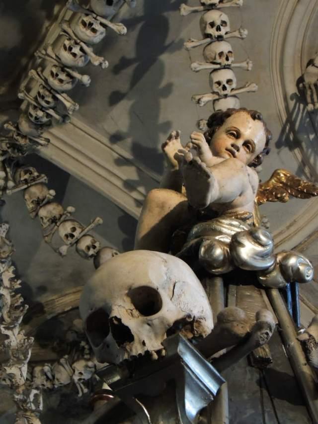 Mais detalhes da Bone Church