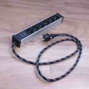Inakustik Black and White AC-1502-P6 filtered audio power strip 1