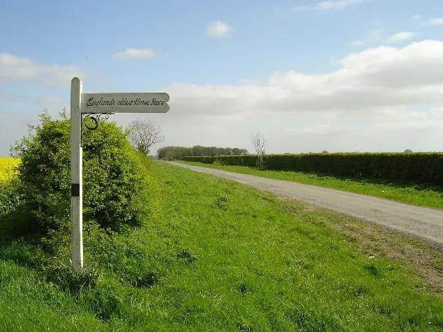 Kiplingcotes Finishing Post - Ian Lavender - geograph.org.uk