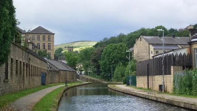 Canal at Slaithwaite - geograph.org.uk - Stanley Walker