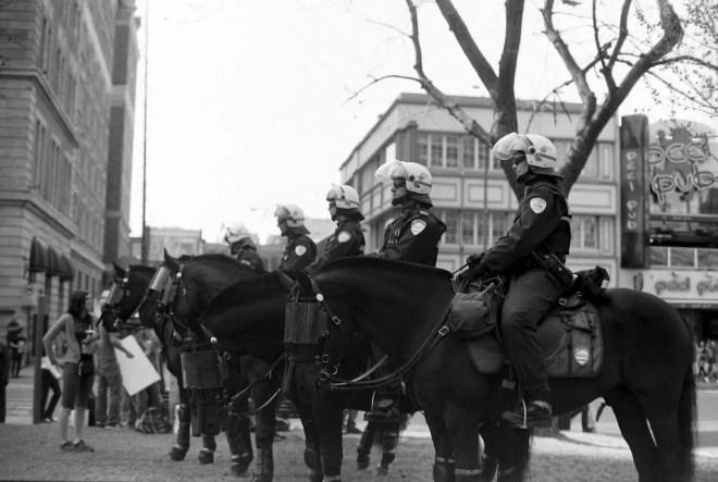 Police à cheval de Montréal à une manifestation en mars 2012