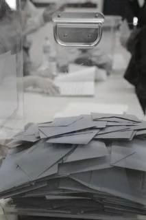 Urne élections (Crédits lebeaupinagnes, licence Creative Commons)