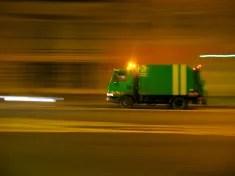 Camion poubelle parisien (Crédits Bernard Laguerre, licence Creative Commons)