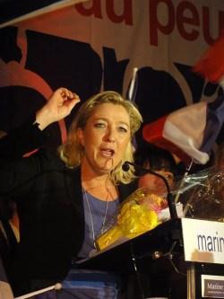 Marine Le Pen à Hénin Beaumont en 2012 (Crédits Jérémy Jännick licence Creative Commons)