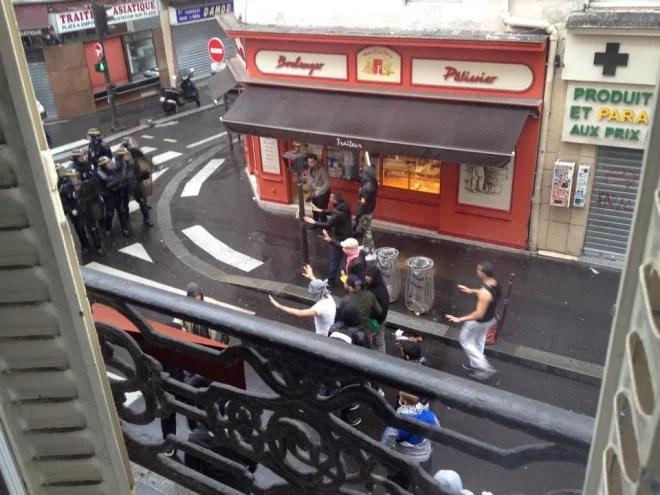 Photographie de l'attaque contre la synagogue de la rue de la Roquette à Paris le 13 juillet 2014 (Crédits B'nai Brith France, licence Creative Commons)