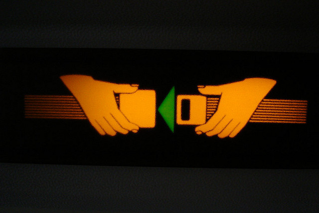 ceinture de sécurité credits timo arnall (licence creative commons)