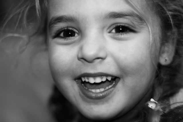 enfant rire credits b eelen (licence creative commons)