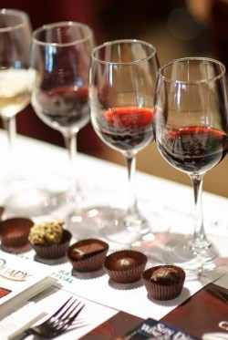 Red wine and chocolate pairing (wikimedia commons)