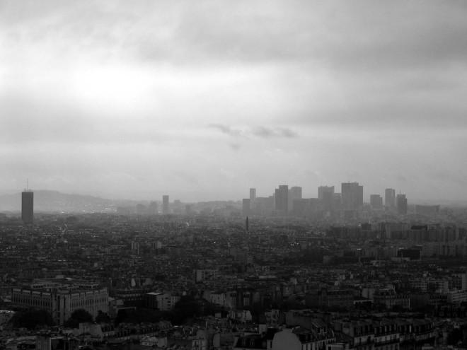 paris pollution - La Défense, Paris, from Montmartre, 2006 -  greeddo - CC BY NC SA 2.0