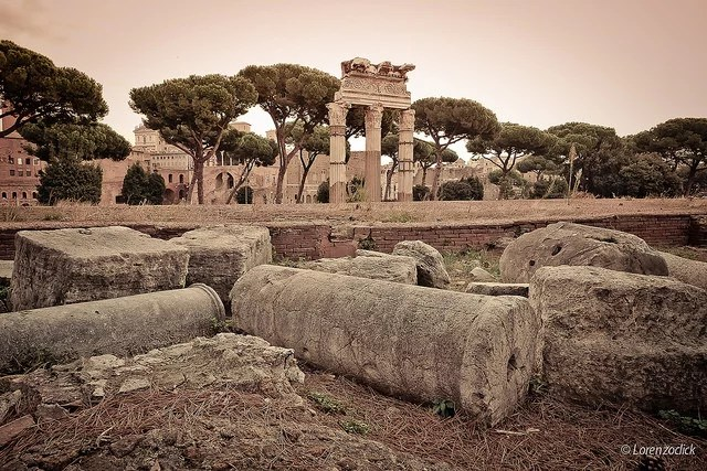 roman ruins credits lorenzoclick  (CC BY-NC 2.0)