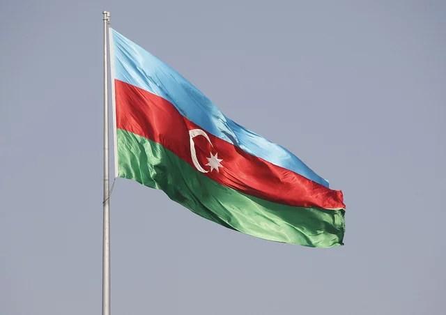 Drapeau de l'Azerbaïdjan (Crédits : Jens Aarstein Holm, licence CC-BY-NC-ND 2.0), via Flickr.
