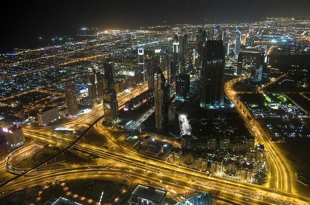 Dubaï de nuit (Crédits : Crazy Diamond, licence CC-BY-ND 2.0), via Flickr.