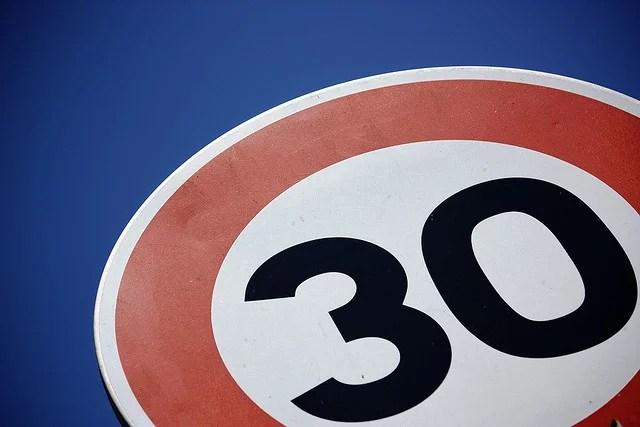Limitations de vitesse (Crédits : cris.ie, licence CC-BY-NC-ND 2.0), via Flickr.