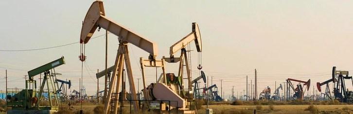 oil well pump jacks-Richard Masoner(CC BY-SA 2.0)