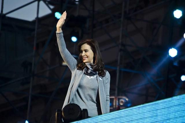 Cristina Kirchner en 25 de mayo Fiesta patria popular en la plaza de todos credits Ministerio de Cultura de la Nación Argentina (CC BY-SA 2.0)