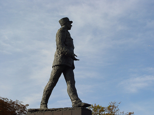 Statue of Charles de Gaulle Pars credits Tilemahos Efthimiadis (CC BY 2.0)