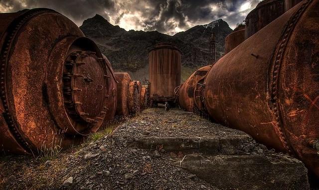 Ville Mietinen-Whale oil tanks(CC BY-NC 2.0)