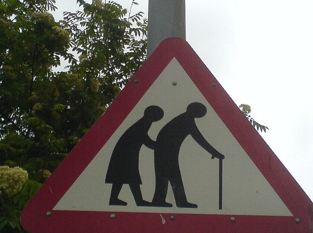Richard Riley-Old People Sign(CC BY 2.0)