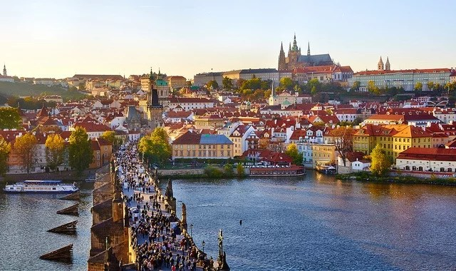 Prague-Prague, panoramic view from Charles bridge east tower-Moyan Brenn(CC BY 2.0)