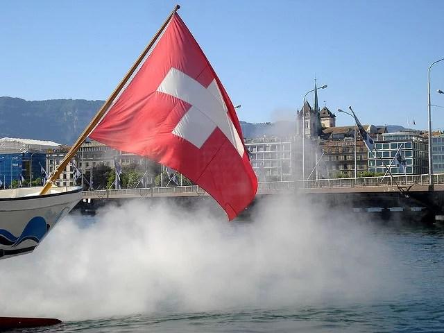 drapeau suisse by Fabienne D.(CC BY-SA 2.0)