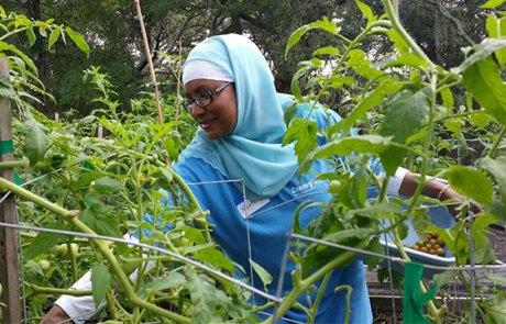 Convergint day Orlando women colleague helping in garden
