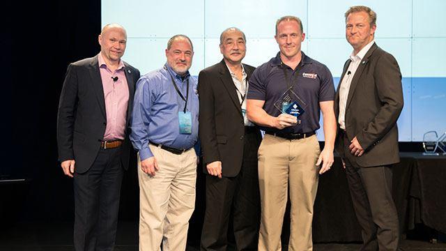 Convergint Technologies male colleague receiving MIPS 2017 award