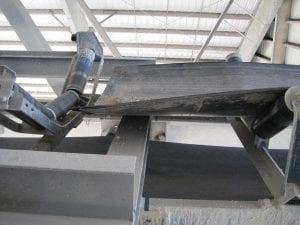 preparing a conveyor belt system for a hot vulcanized splice of the new belt