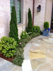 Gorgeous Front Yard Courtyard Landscaping Ideas 07