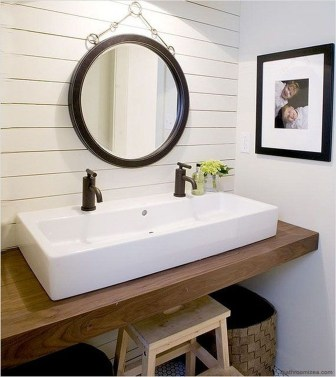 Modern Farmhouse Bathroom Remodel Ideas 18