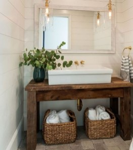 Gorgeous Rustic Farmhouse Bathroom Decor Ideas 02
