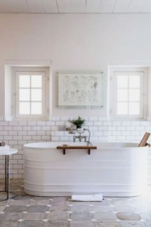 Gorgeous Rustic Farmhouse Bathroom Decor Ideas 37