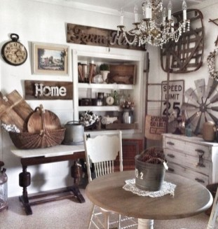 Charming Antique Farmhouse Decoration Ideas 14