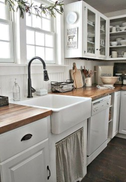Cute Farmhouse Kitchen Backsplash Ideas 43