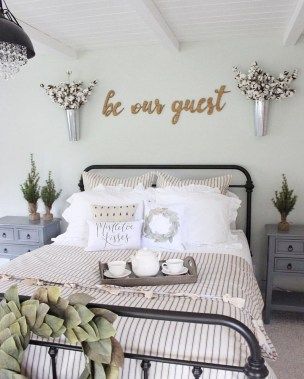 Inspiring Modern Farmhouse Bedroom Decor Ideas 07