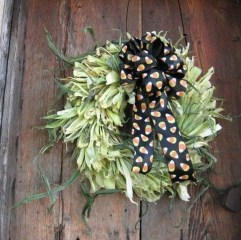 Stylish Fall Wreaths Ideas With Corn And Corn Husk For Door 29