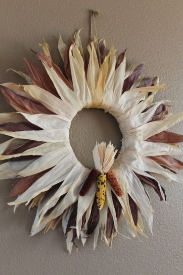 Stylish Fall Wreaths Ideas With Corn And Corn Husk For Door 38