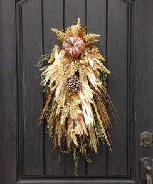 Stylish Fall Wreaths Ideas With Corn And Corn Husk For Door 42