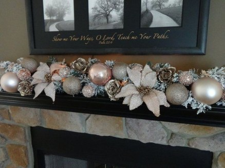 Adorable Gold Christmas Decoration Ideas 08