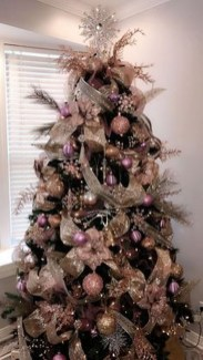Adorable Gold Christmas Decoration Ideas 10