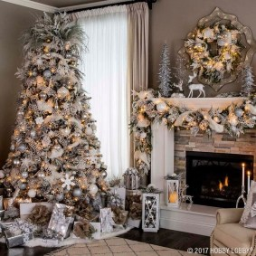 Adorable Gold Christmas Decoration Ideas 21