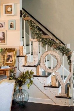 Beautiful Christmas Stairs Decoration Ideas 06