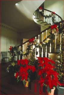 Beautiful Christmas Stairs Decoration Ideas 19