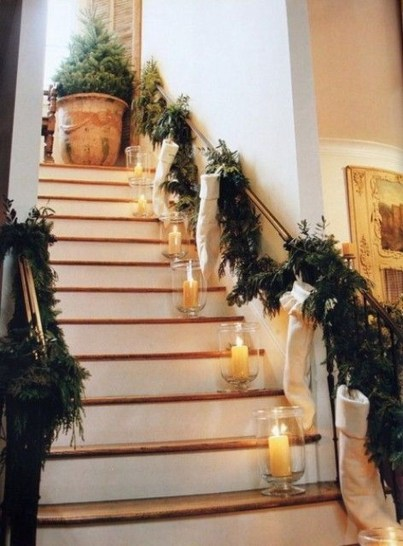 Beautiful Christmas Stairs Decoration Ideas 47
