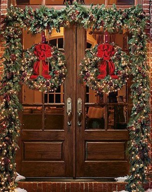 Brilliant Christmas Front Door Decor Ideas 07
