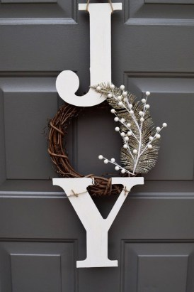 Brilliant Christmas Front Door Decor Ideas 17