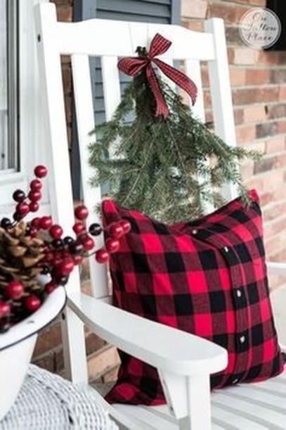 Brilliant Christmas Front Door Decor Ideas 19