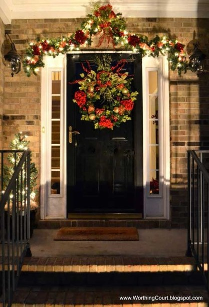 Brilliant Christmas Front Door Decor Ideas 22